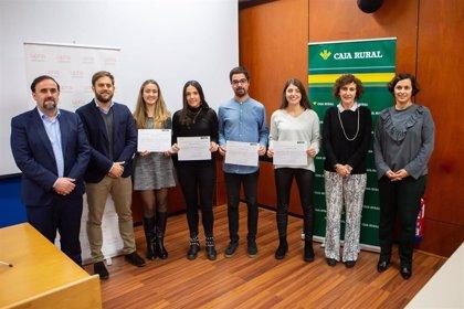 Miriam Rubio y Adrián Jiménez, ganadores de los Premios Fin de Estudios de Emprendimiento de la UPNA y Caja Rural