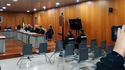 """Policías dicen que el acusado de asesinar a su pareja en La Viñuela (Málaga) iba """"ensangrentado"""" cuando lo detuvieron"""