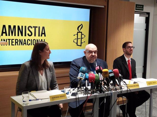 Adela Ribas, Esteban Beltran i Daniel Joloy (Amnistia Internacional).