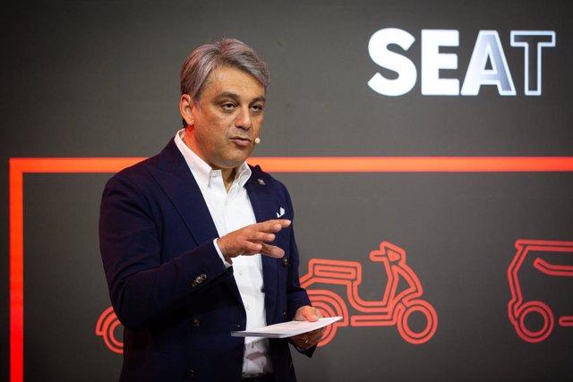 El president de Seat,  Luca de Meo, ofereix una conferència sobre micromovilitat urbana durant la novena edició de la Smart City Expo World Congress (SCEWC), a Barcelona (Espanya), 19 de novembre del 2019.