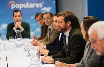 """Casado pide a Sánchez coherencia y asumir responsabilidades por los ERE tras """"censurar injustamente"""" a Rajoy"""