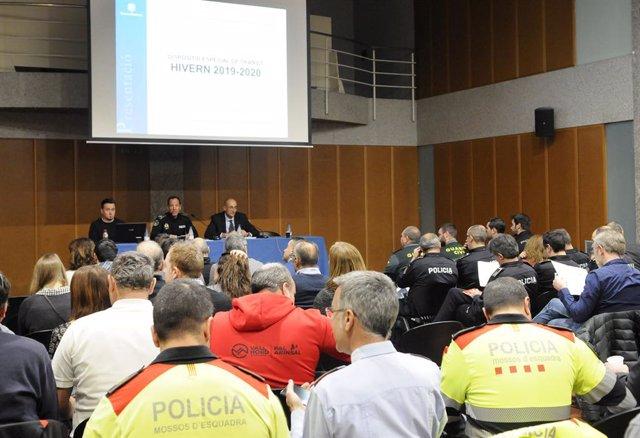 El director adjunt de la Policia, Bruno Lasne, i el director de Mobilitat, Jaume Bonell (al mig i a la dreta de la taula respectivament), en la presentació d'aquest dimarts.