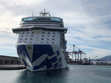 Un nuevo buque de la naviera de lujo Princess Cruises visita por primera vez el puerto de Málaga