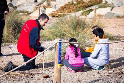 La iniciativa 'Acció Platjes Met' retira 200 kilos de plantas invasoras en playas de ocho municipios