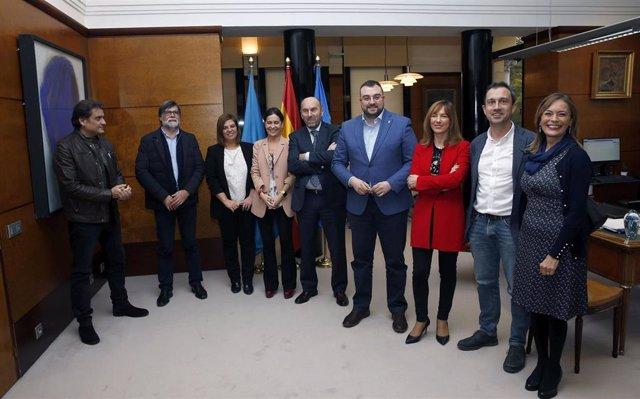 Reunión sobre el proyecto de presupuestos autonómicos para 2020 entre responsables del Gobierno del Principado, el Grupo Socialista e IU