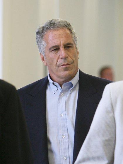 EEUU.- Imputados dos guardias de la cárcel donde se suicidó Jeffrey Epstein por falsificar los registros
