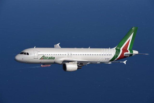 Italia.- Atlantia se retira del consorcio de rescate de Alitalia ante la falta d