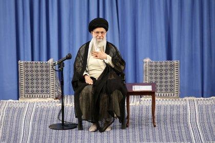 """Jamenei dice que las protestas en Irán no han estado protagonizadas por """"el pueblo"""""""