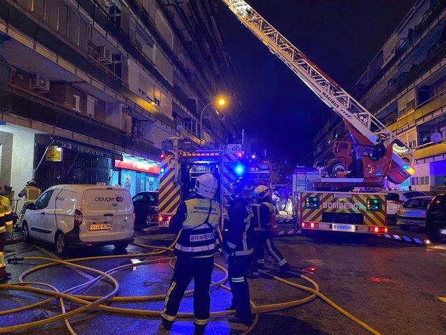 Dos heridos graves en un incendio en un bloque de viviendas en Leganés.