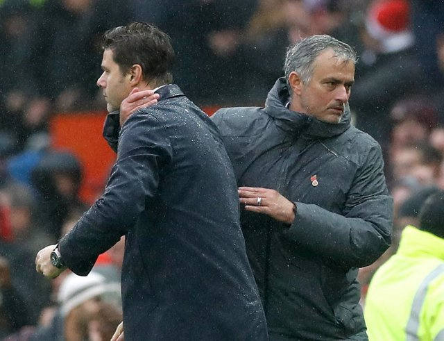 José Mourinho saluda Mauricio Pochettino després d'un Manchester United-Tottenham