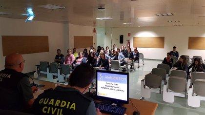 La Guardia Civil imparte unas jornadas en el aeropuerto de Gran Canaria sobre cómo actuar ante ataques terroristas