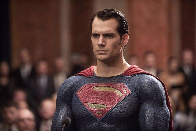 BATMAN V SUPERMAN: DAWN OF JUSTICE, US poster art, Henry Cavill as Superman, 2016.  Warner Bros. /