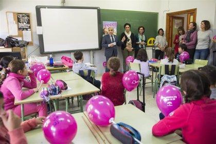 La Junta de Andalucía busca familias de acogida para once menores en Granada