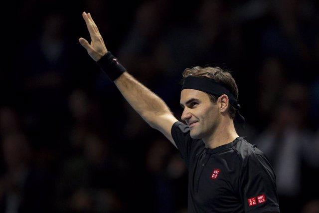 Tenis.- Federer gana a Zverev en su primer partido de exhibición de una gira por