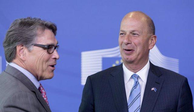 EEUU.- Sondland recalca que hubo intercambio de favores con Ucrania y que todos
