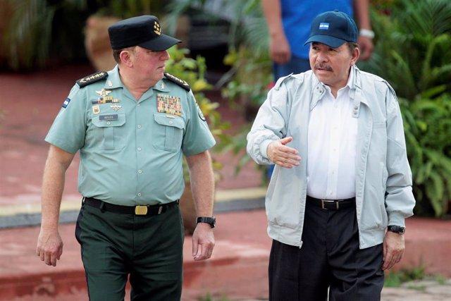 El presidente de Nicaragua, Daniel Ortega, y el jefe del Ejército, Julio César Avilés