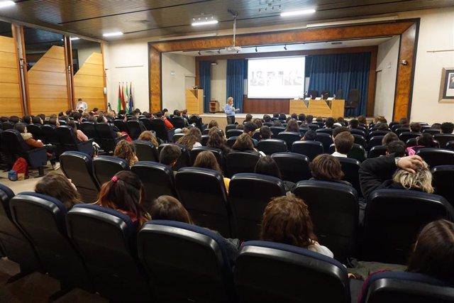 Celebración de la tercera edición de la jornada formativa 'Acercando la ciencia a las escuelas. Investigación y desarrollo de medicamentos'