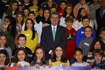 Aburto participa en el pleno del Consejo Municipal de la Infancia y Adolescencia junto a los 46 menores que lo componen