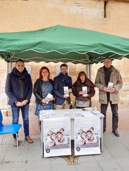 El conseller de Derechos Sociales y presidente del Instituto Mallorquín de Asuntos Sociales (IMAS), Javier de Juan, en la mesa informativa del Consell de Mallorca.