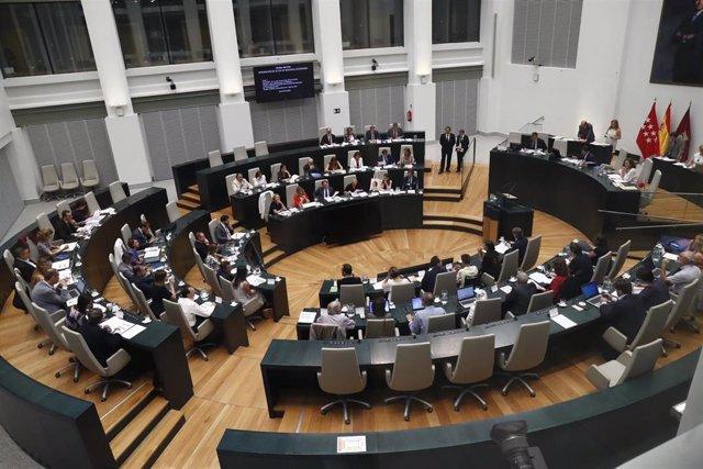 Vista del hemiciclo de la sala de sesiones del Ayuntamiento de Madrid (Palacio de Cibeles) durante un pleno donde se debate la aprobación provisional del proyecto Madrid Nuevo Norte.