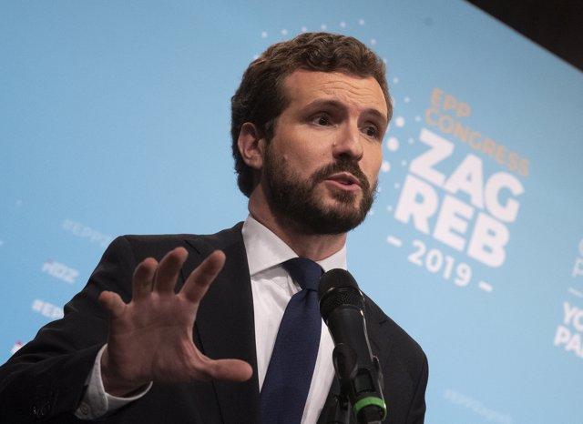 El líder del PP, Pablo Casado, ofrece una rueda de prensa en Zagreb, donde asiste al Congreso del Partido Popular Europeo