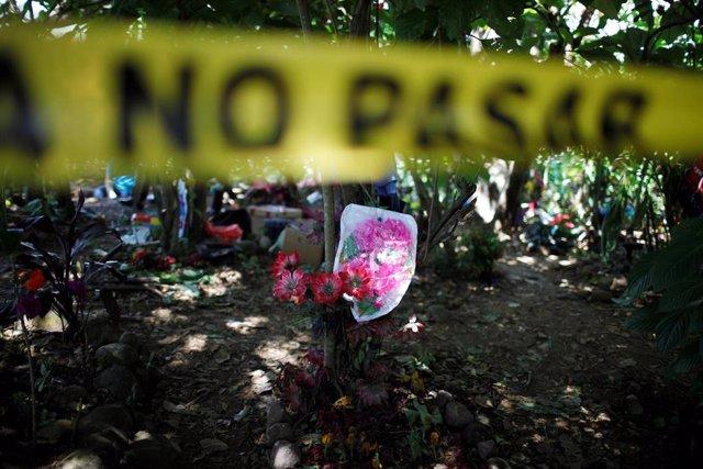 Exhumación en busca de las víctimas de la masacre de El Mozote (El Salvador)
