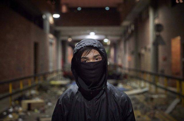 20 de novembre del 2019 - Hong Kong (Xina): Kenneth, 17, un dels estudiants prodemocràcia que protesta a la Universitat Politècnica (PolyU)