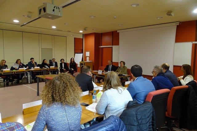 Inicio de la XI edición del Máster de Economía de la Salud, con la directora gerente de la EASP, Blanca Fernández-Capel y el vicerrector de Docencia de la UGR, Juan Manuel Martín.