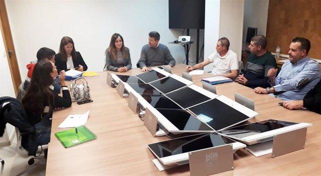 Los ediles Juan Fernando Hernández y Rebeca Pérez se reúnen con los presidentes de las ocho plazas de abastos municipales