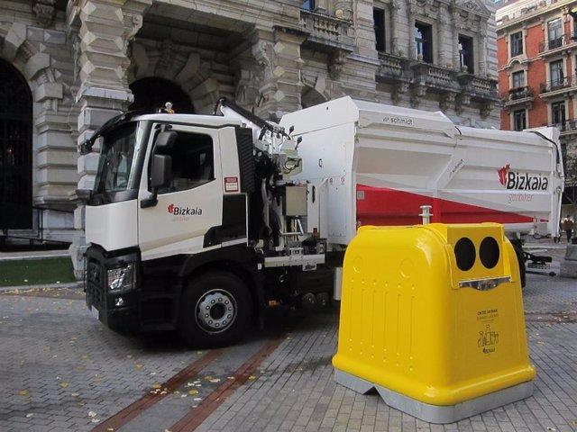 Nuevos camiones y contenedores amarillos en Bizkaia