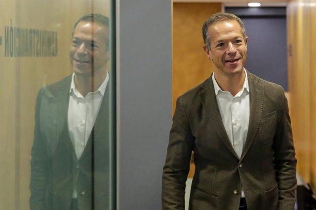 El portaveu del grup socialista al Senat, Ander Gil, quan arribava a la Sala Valle Inclán del Círculo de las Bellas Artes de Madrid.