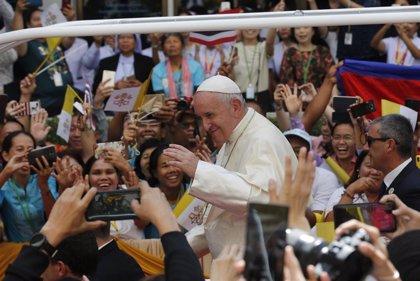 """El Papa llama a los católicos en Tailandia a ejercer la caridad """"abiertos a lo imprevisible"""""""