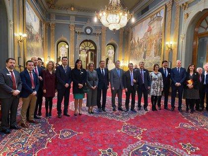 Gobierno, Senado y FEMP homenajean a los ayuntamientos tras 40 años de democracia y reivindican su papel