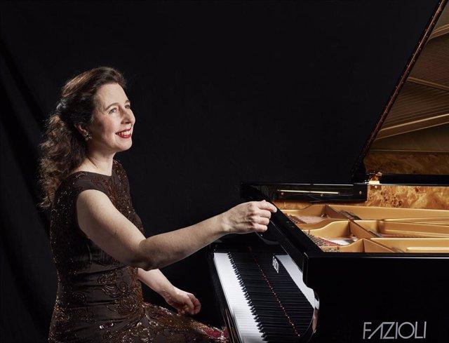 La pianista canadiense Angela Hewitt iniciará el ciclo Palau Bach