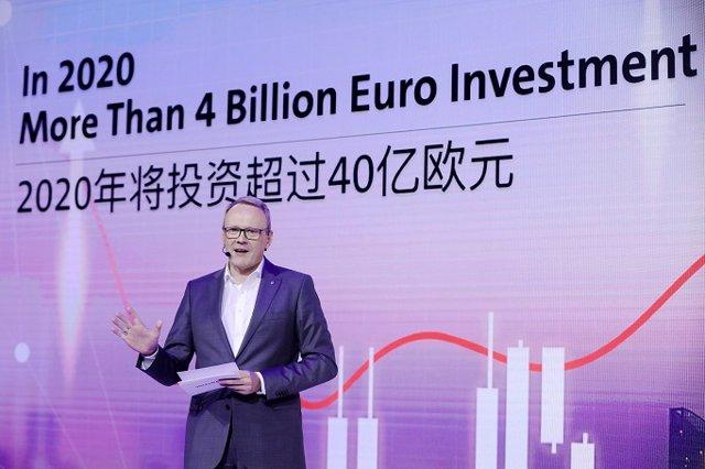 Stephan Wöllenstein, CEO de Volkswagen Group China, en el Salón del Automóvil de Guangzhou (China)