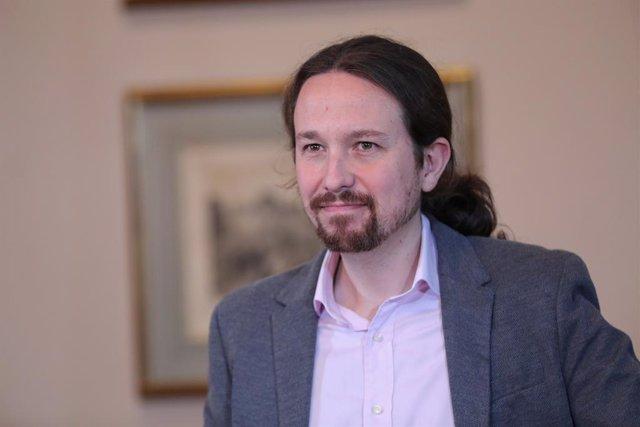 El líder de Podem, Pablo Iglesias, ofereix una roda de premsa al Congrés dels Diputats després de signar el principi d'acord amb el president del Govern en funcions, per compartir un govern de coalició després de les eleccions generals.