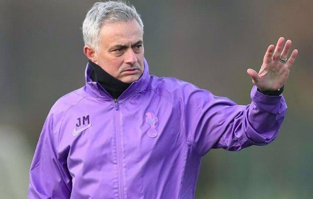 Jose Mourinho dirige su primer entrenamiento con el Tottenham