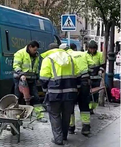 """Ayuntamiento ordena volver a colocar """"a la mayor brevedad"""" el banco frente a la sede del Samur Social tras retirarlo"""