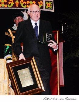 Pérez Llorca reocgiendo el título de Hijo Predilecto De La Provincia De Cádiz