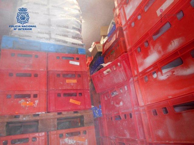 Una imagen del operativo conjunto de la Policía y la Conselleria de Salud contra la empresa cárnica de Marratxí.