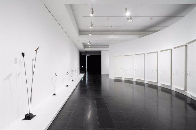 Les escultures magnètiques del grec Takis copen la primera exposició de l'artista a Espanya