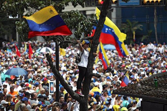 Manifestantes en contra de Maduro en Caracas