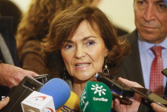Carmen Calvo atiende a los medios de comunicación en el acto de conmemoración del 250 aniversario de la fundación del Ilustre Colegio de Abogados de Córdoba.