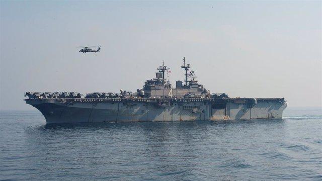Un barco de la Marina de Estados Unidos durante un operativo (foto de archivo)