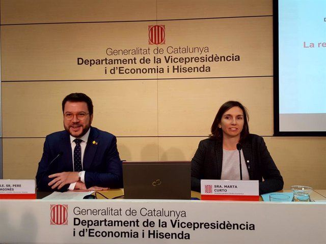 El conseller d'Economia, Pere Aragonès, i la directora general d'Anàlisi Econòmica, Marta Curto-Grau (Arxiu)