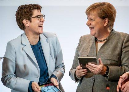 Alemania.- La CDU de Merkel comienza un congreso clave para decidir la sucesión de la canciller alemana