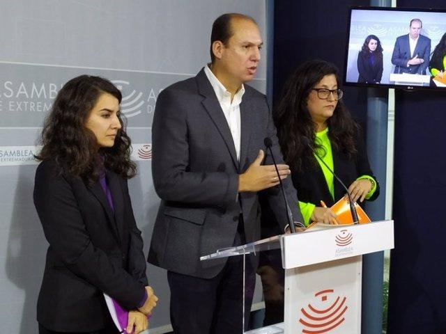 Diputados del PP, Luis Alfonso Hernández Carrón, Ciudadanos, Marta Pérez, y Unidas por Extremadura, Irene de Miguel
