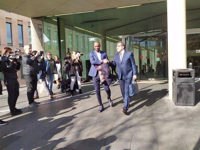 Éric Abidal i el seu advocat Carles Monguilod.