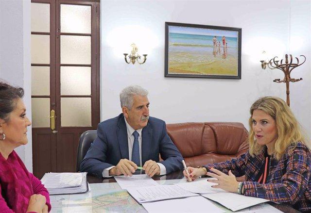 Ana Mestre con el alcalde de Chipiona