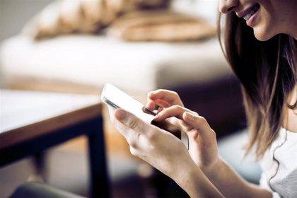 ¿Qué pueden hacer las víctimas de violencia machista que sospechan que les espían a través del móvil?